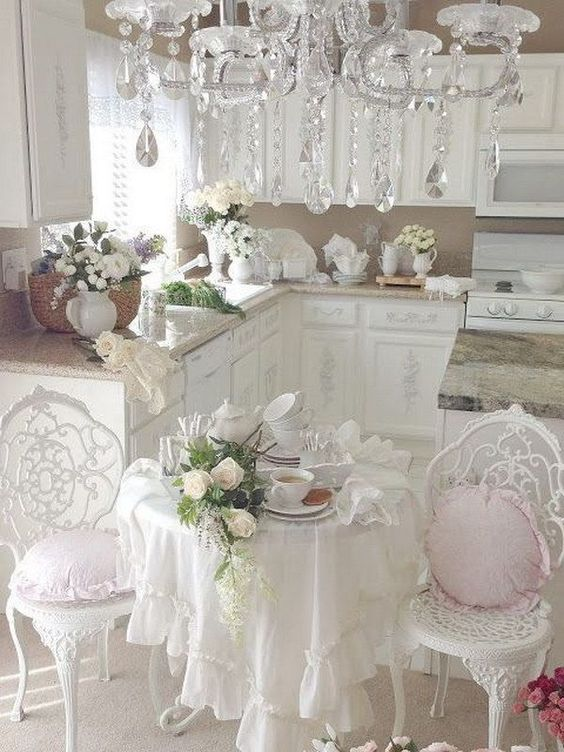 Chandellier in shabby chic style