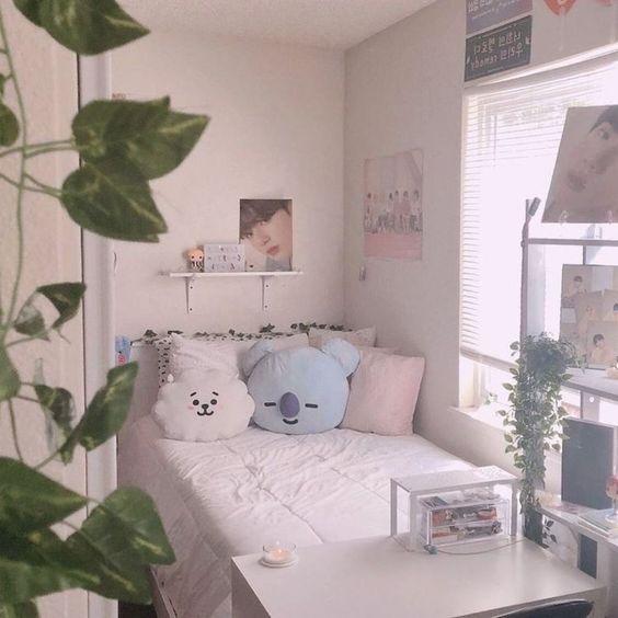 Simple bedroom deco