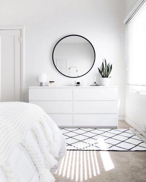 Zen bedroom in white color