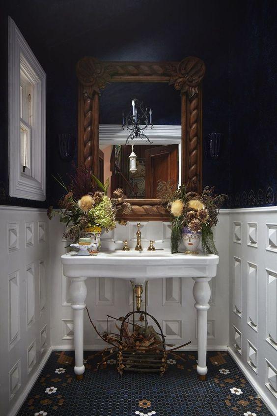 Modern Victorian style bathroom decorations
