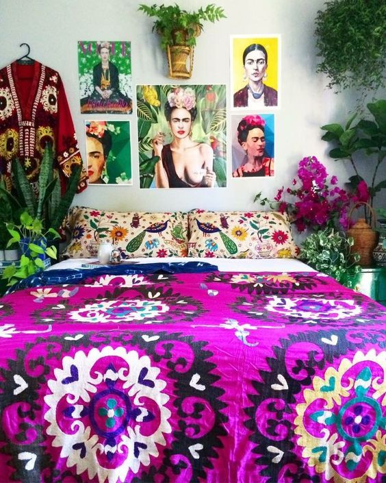 Many decoration in the bedroom