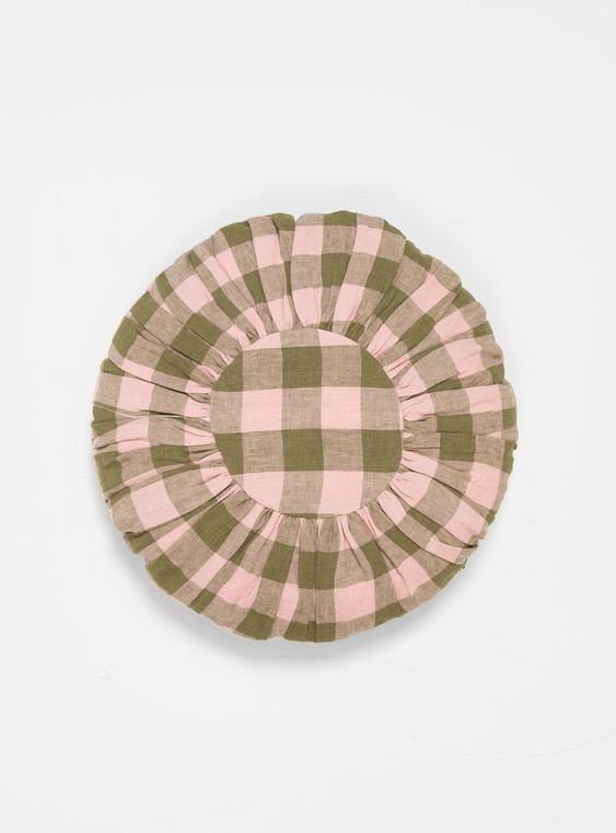 Square pattern cushion