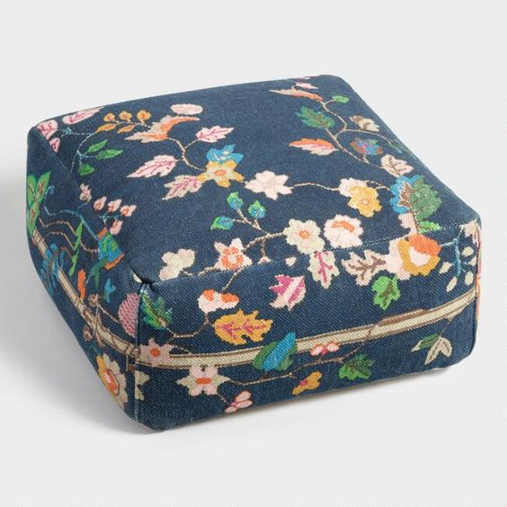 Floral pattern square cushion