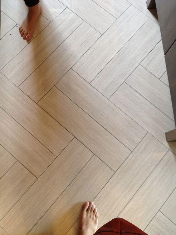 Shabby chic wooden vinyl tiles