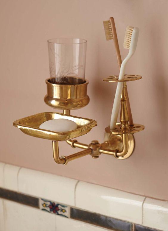 Modern Victorian accessories in the bathroom