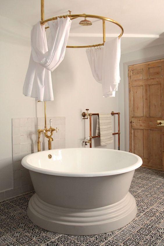 Modern Victorian bathroom beautiful bathtub
