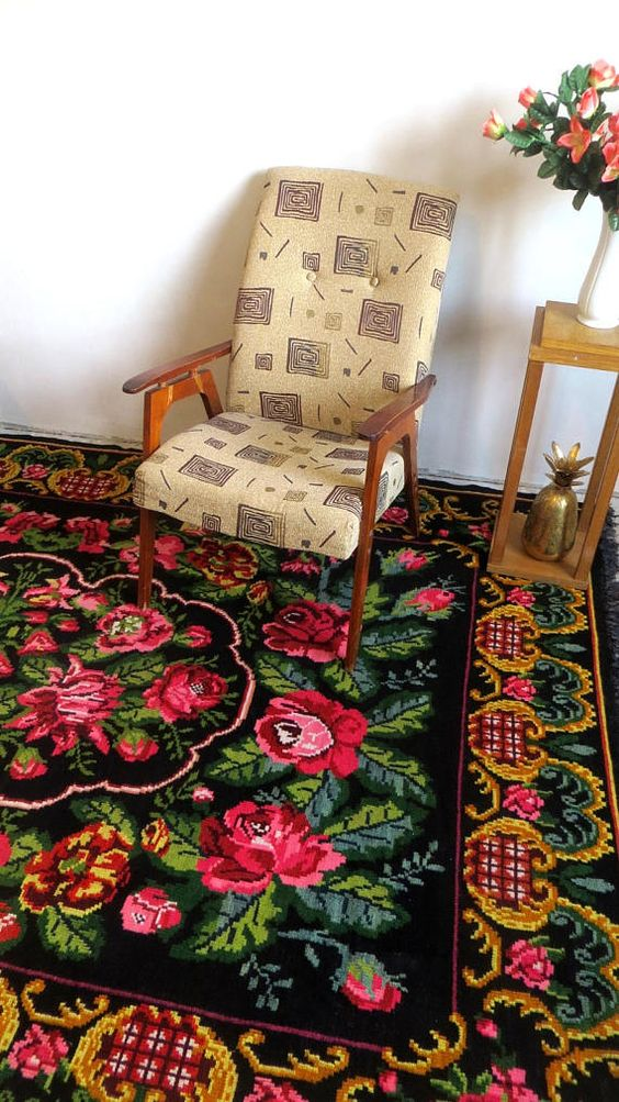 Shabby chic decorative rug in the room