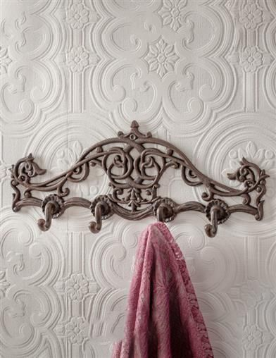 Modern Victorian bathroom accessories colors recommendations