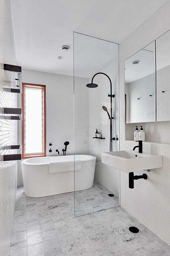 Modern Victorian bathroom style decor