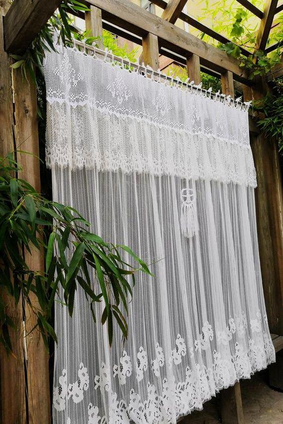 Simple modern Victorian curtain design