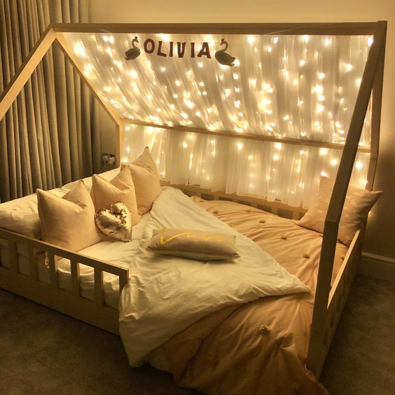 Fairy forest kid's bedroom decorating ideas with fairy light