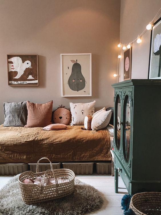 Combining vintage and Scandinavian interior design for a bedroom