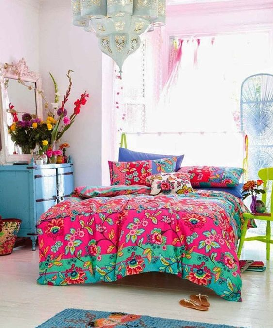 Colorful bedroom: pink, green and blue