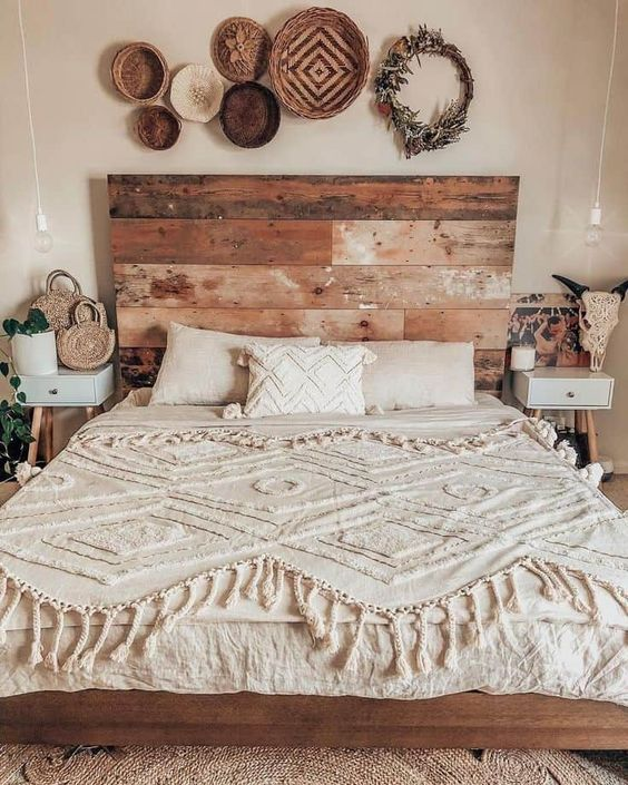 Beige knitted fabric bedcover